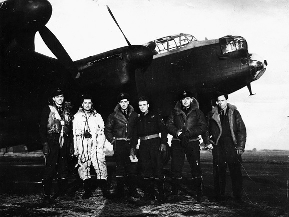 Frank's 617 Squadron crew after the raid on Tirpitz November 12 1944, Woodhall Spa. Image: Air Force Museum of New Zealand.