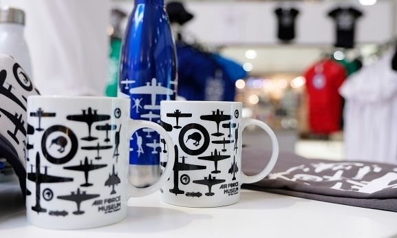 Mugs and drink bottle